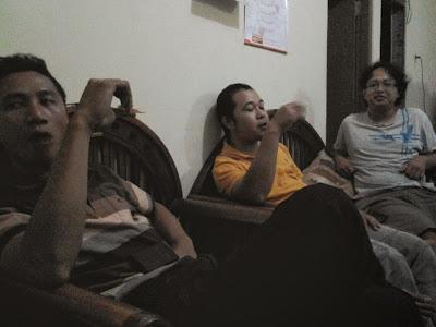 Dari Kiri, Sigit, Iwan dan Kiki ( di Rumah Kiki)