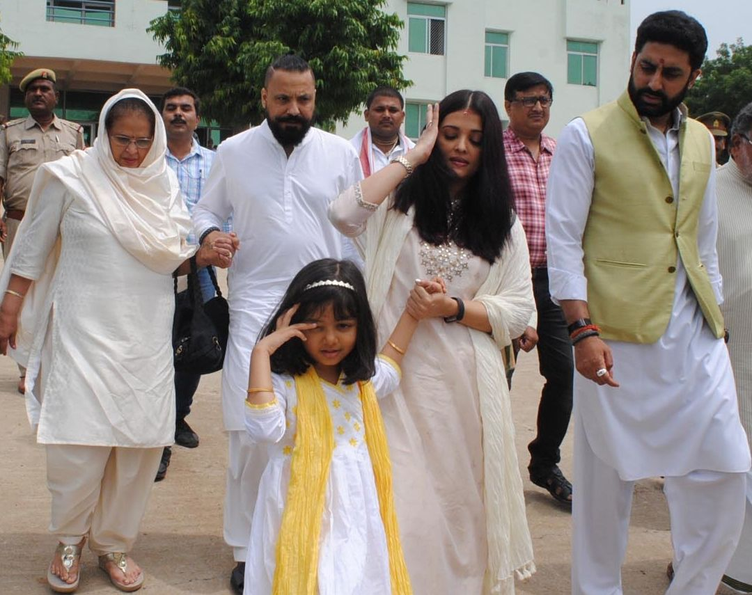 Aishwarya Rai Bachchan is seen with with her mother (left), husband Abhishek Bachchan and daughter Aaradhya Bachchan at Sangam in Allahabad on Aug. 5, 2017. (IANS photo)