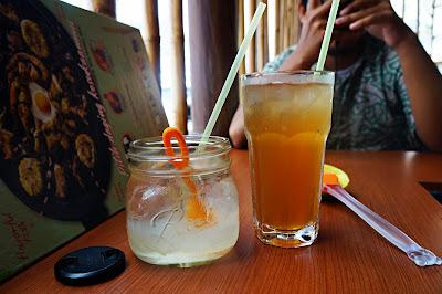 Es teh dan Lidah buaya ala BiBiQiU Pontianak