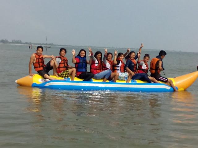 Menaiki Banana Boat bersama kawan kawan..