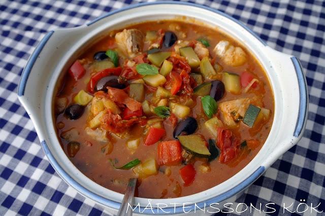 fiskgryta med grönsaker och zucchini
