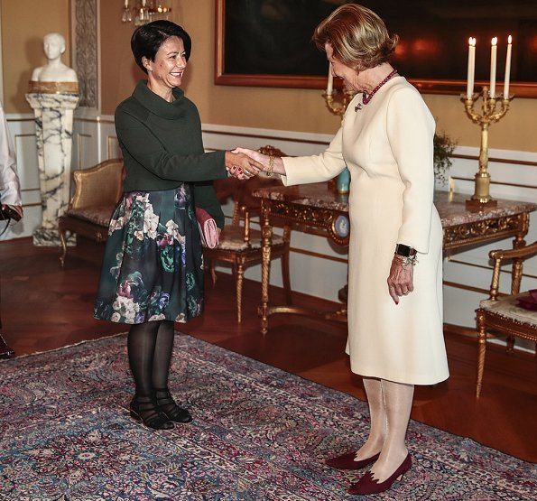 Queen Sonja brings together women with multicultural background for chatting. The MiRA Resource Centre, Immigrant and Refugee Women