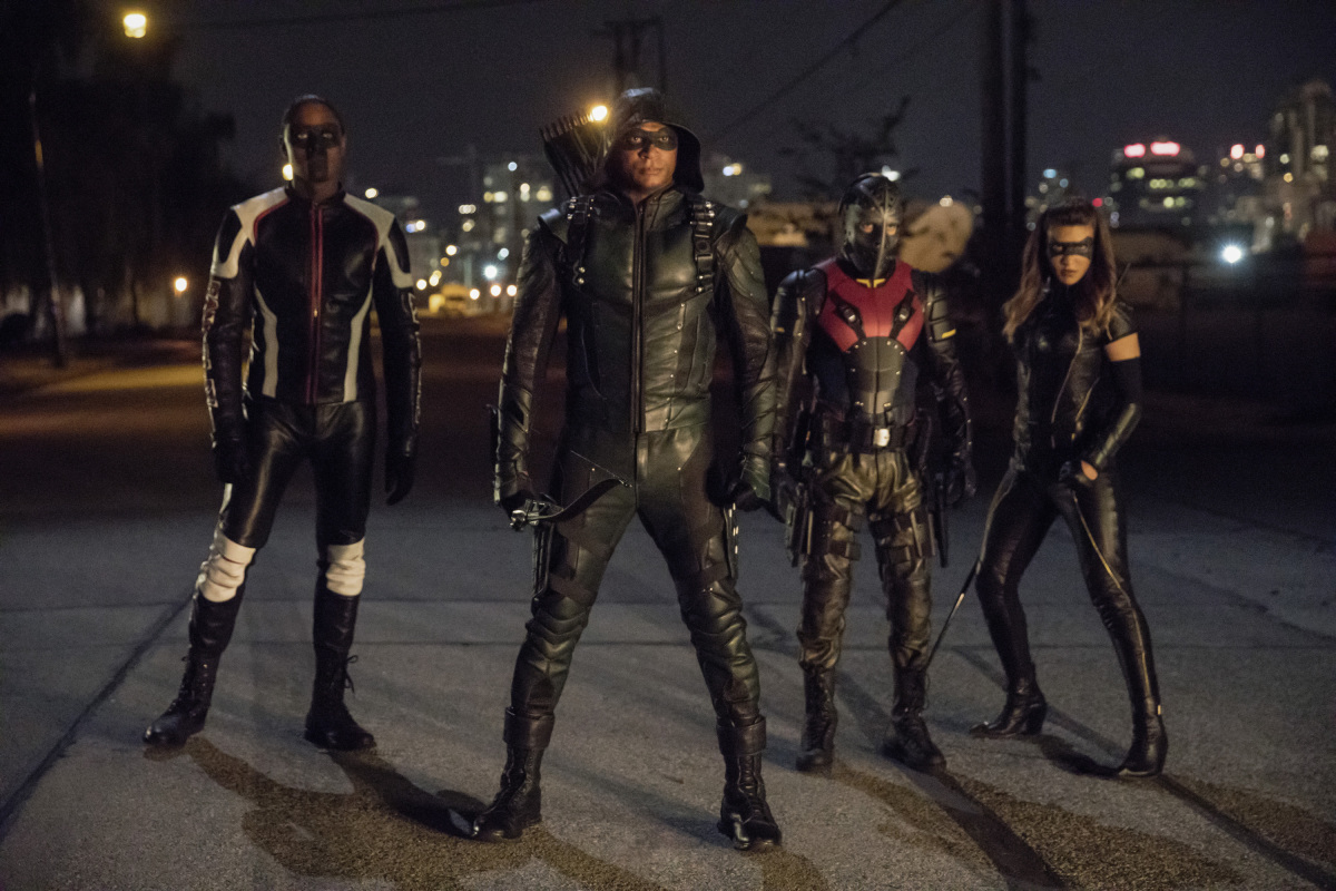 Echo Kellum, David Ramsey, Rick Gonzalez y Juliana Harkavy en Arrow de Cs