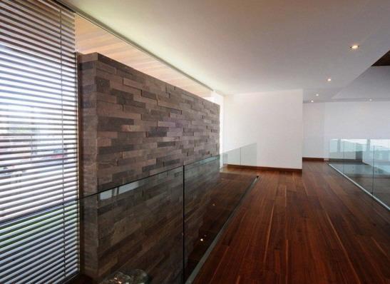 rumah minimalis lantai kayu