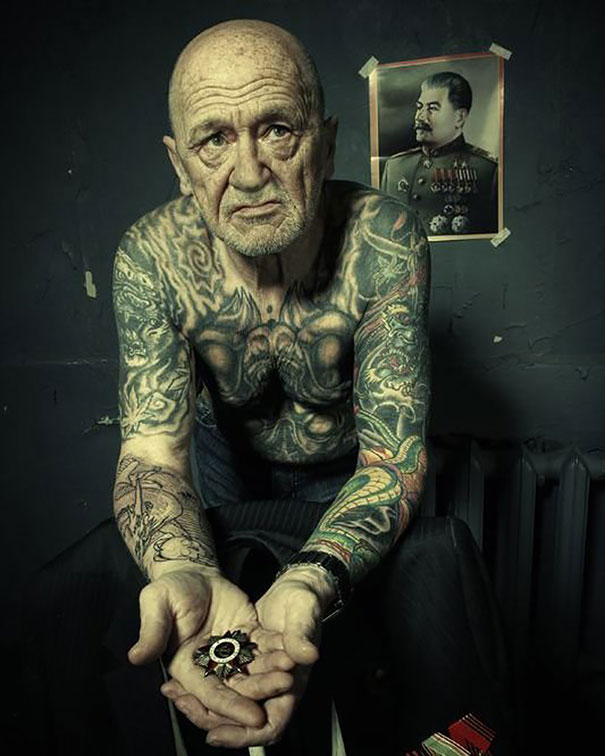 tattooed-elderly-people-14