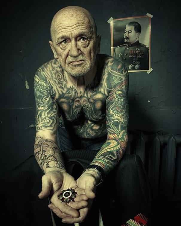 tattooed-elderly-people-14