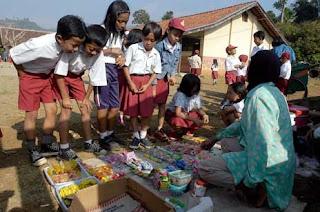 Bahaya Apabila Anak-Anak Sering Mengkonsumsi Jajanan Anak Diluar Rumah