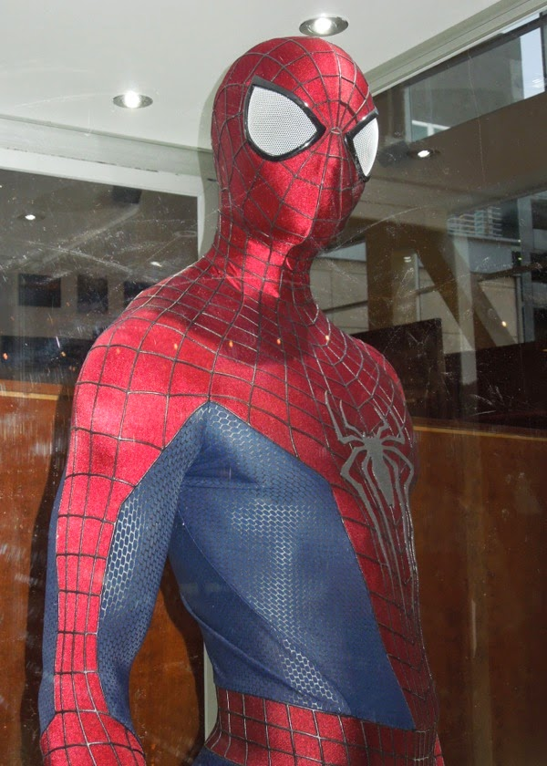 Spider-man and Gwen Stacy costumes from The Amazing Spider ...
