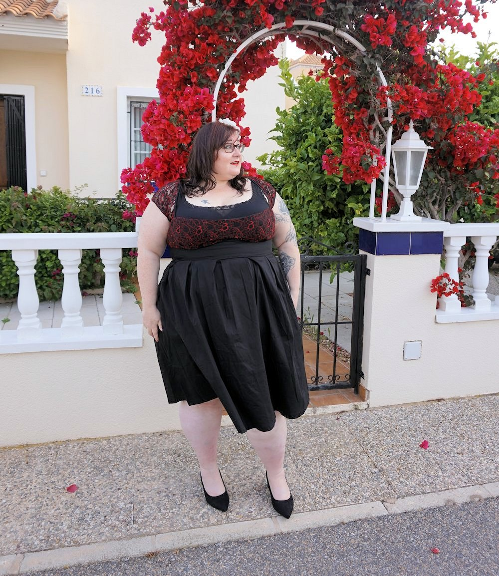 Lindy Bop Verona plus size swing dress 50s style vintage plus size black and red