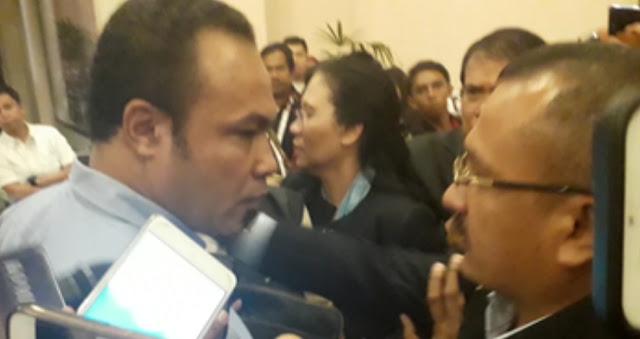 Kader Demokrat Berteriak di Luar Arena Debat, Ancam Partainya Tinggalkan Koalisi