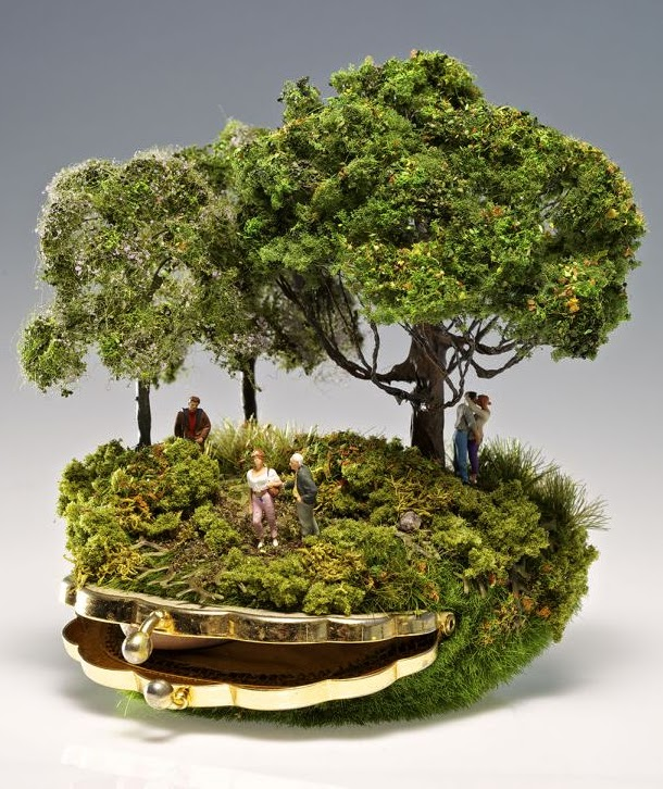 05-Kendal-Murray-Surreal-Miniature-Worlds-in-Everyday-Objects-www-designstack-co