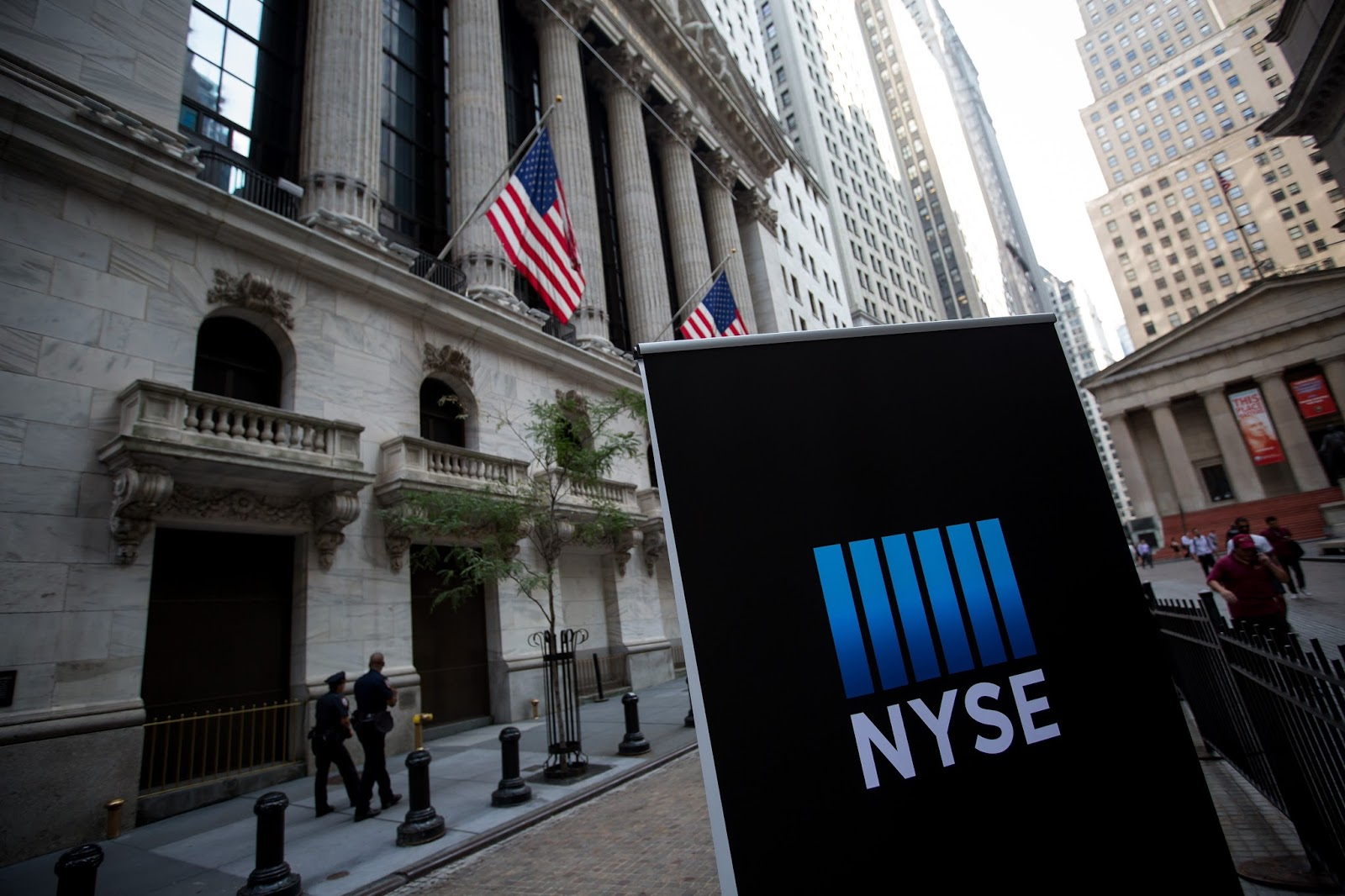 Gonzalo raffo infonews 040617 a glitch snarled closing trading in dozens of exchange traded funds late monday at the new york stock exchanges arca platform in one of the largest biocorpaavc