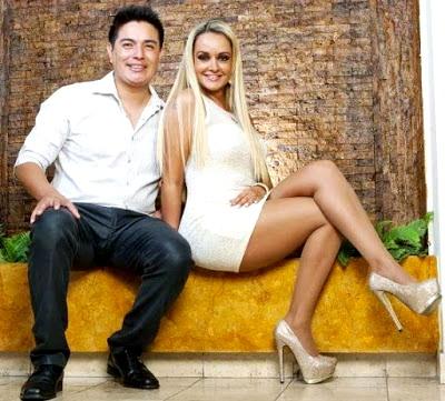 Foto de Jeannine Gonzales posando con Leonard León