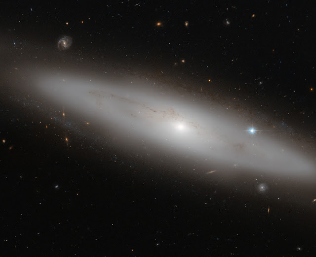 Lenticular Galaxy NGC 4886