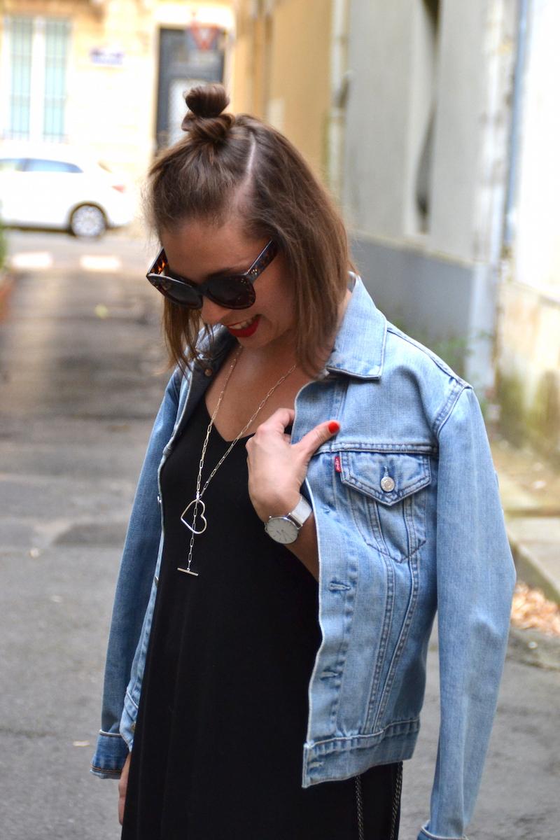 robe longue noire Asos et veste en jean Levi's