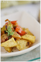 Setas cultivadas picantes con patatas fritas