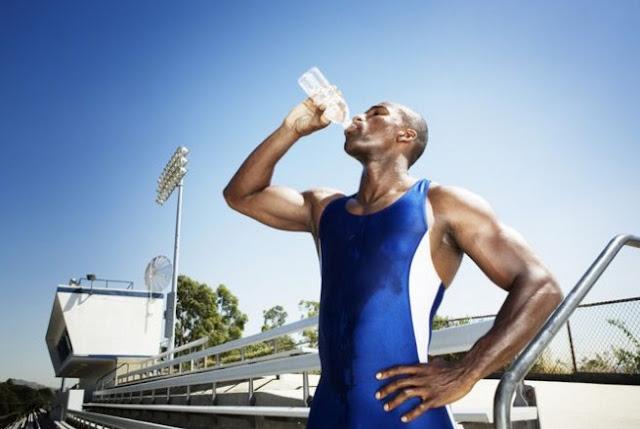 Apa yang Terjadi Pada Ginjal Jika Kebanyakan Minum Air