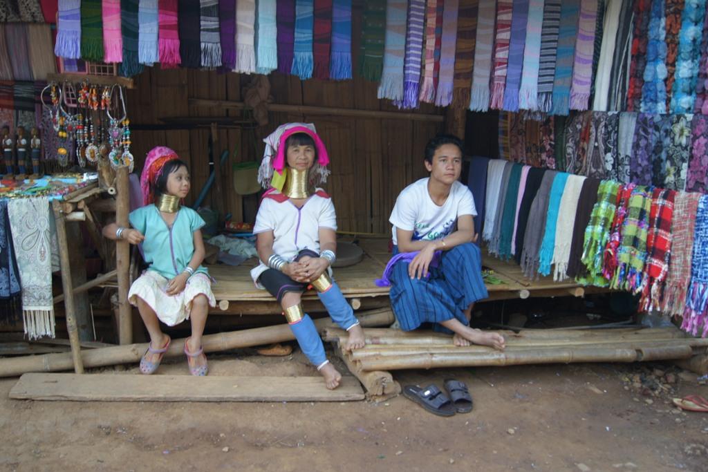 Długie szyje kobiet z plemienia Padaung