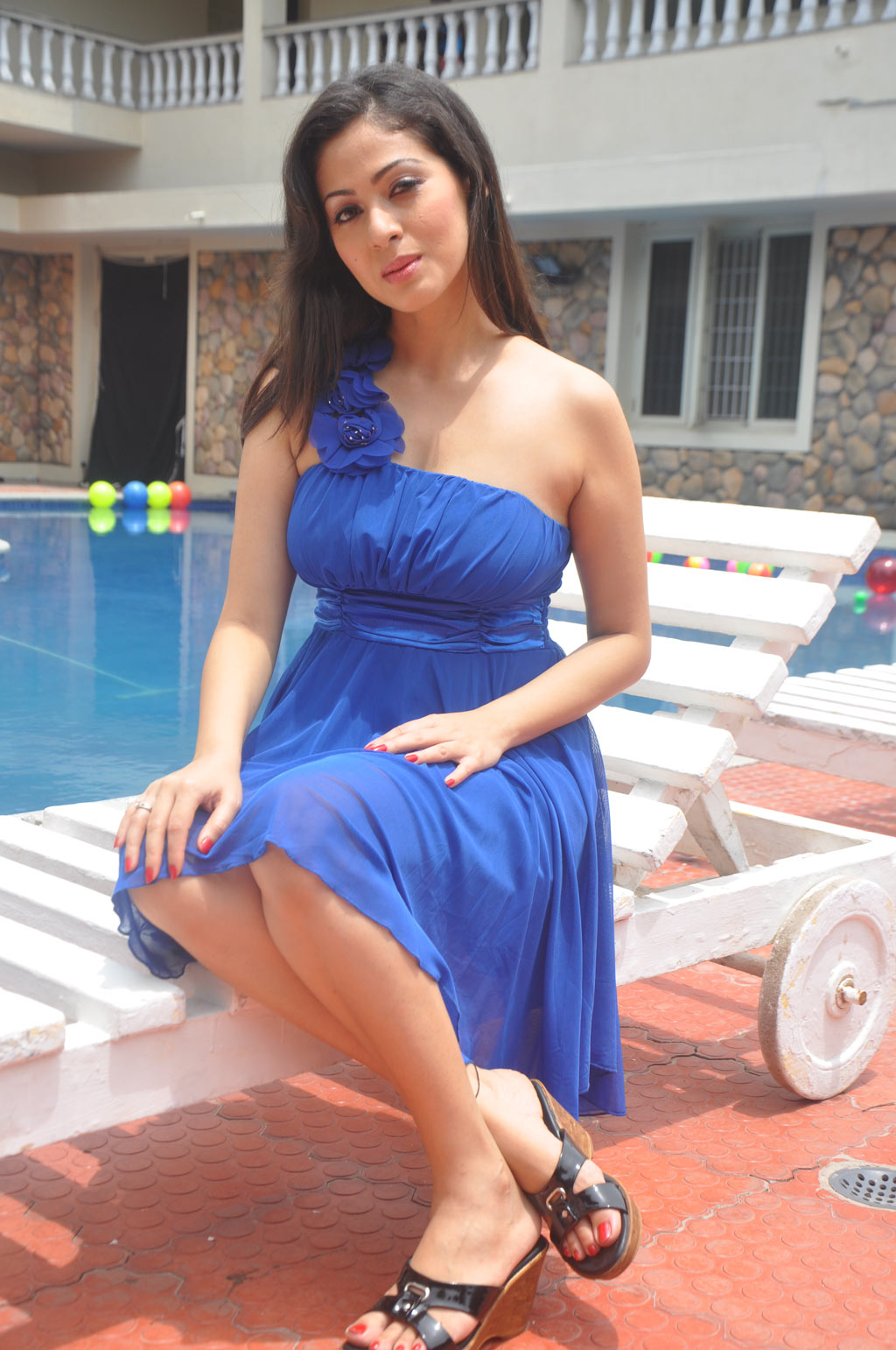Sada latest images in blue dress