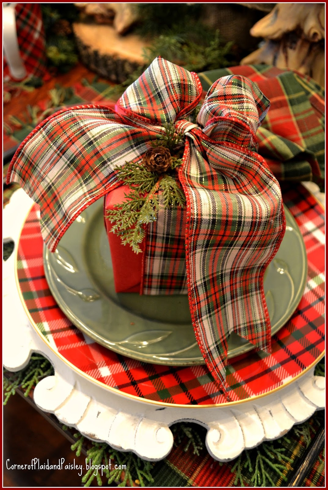 corner of plaid and paisley christmas table clad in plaid. Black Bedroom Furniture Sets. Home Design Ideas