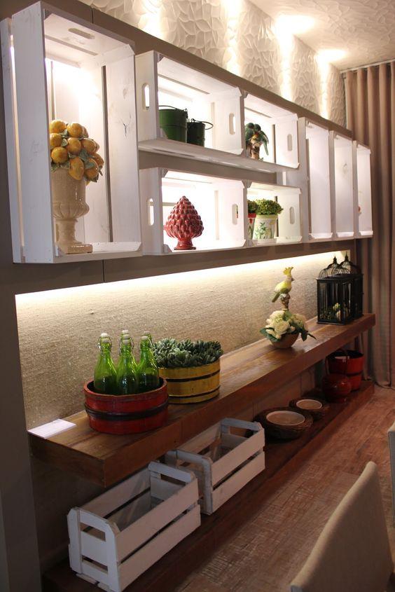 reutilizar caixotes de madeira nichos iluminado corredor
