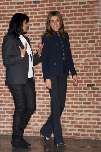 """Crown Princess Letizia attends """"A Que Sabe este Libro"""" exhibition at Cuartel Conde Duquein"""