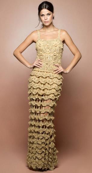 vestido de festa longo em crochê dourado Vanessa Montoro