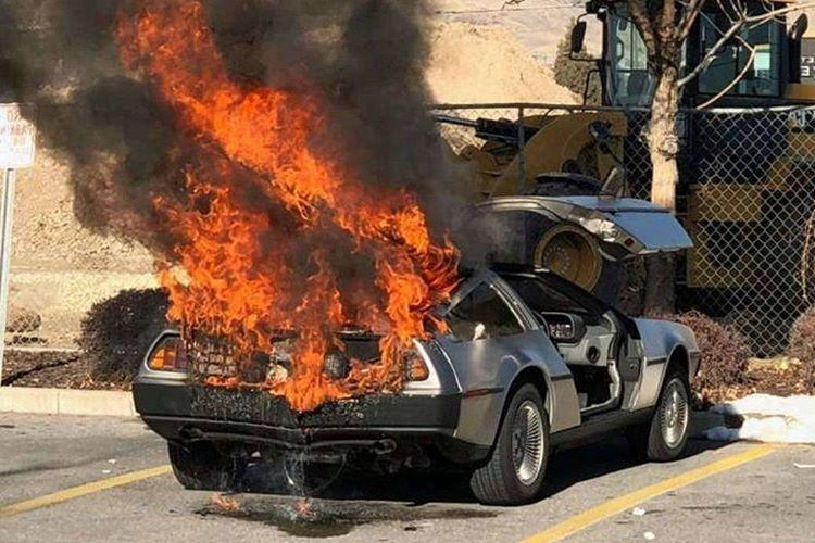 DeLorean DMC-12 80'lerin en ikonik arabalarından biriydi.