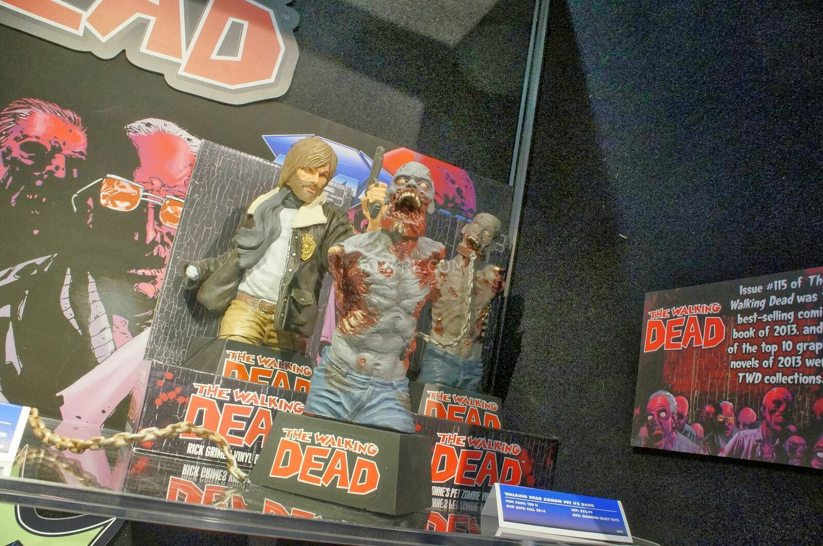Toy Fair 2014 - DST - The Walking Dead bank