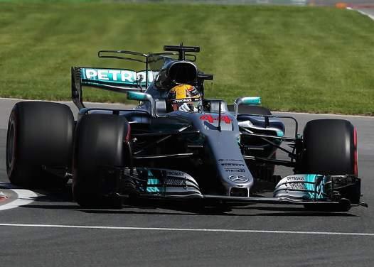 Lewis-Hamilton-Pole-position-F1-canada-2017