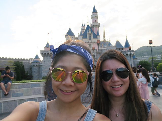 Hong Kong Disneyland ; picture with the castle