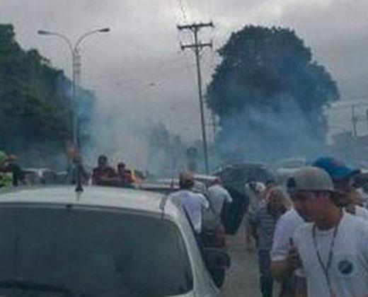 #Cobertura1S GNB arroja bombas lacrimógenas a manifestantes en la Panamericana