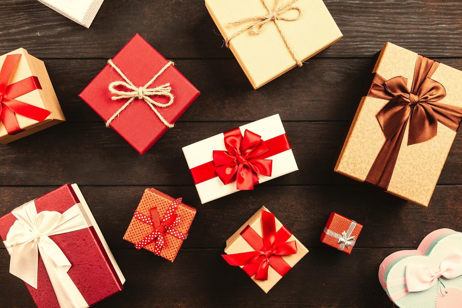 40 pomysłów na gwiazdkowe prezenty dla mamy, siostry, przyjaciółki - propozycje od 20,00 do 180 złotych