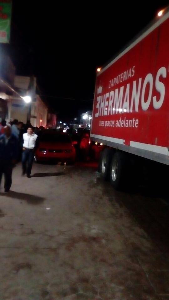 A golpes tunden a chofer por la zona  del mercado José Castillo Tielemans.