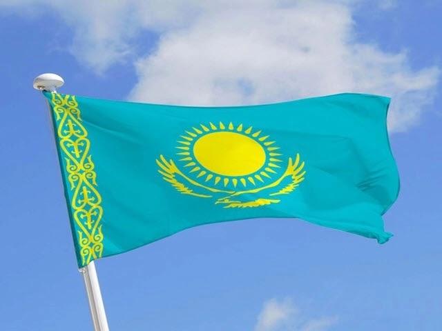 Loài chim nào xuất hiện trên quốc kỳ Kazakhstan?