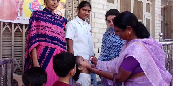 बच्चों को पोलियो की दवाई पिलाई गई, नगरपालिका अध्यक्ष ने की सहभागिता