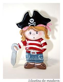 silueta infantil en madera niña pirata babydelicatessen