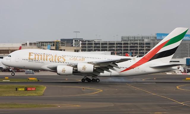 emirates airbus a380-800 landing