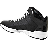 Choose the Adidas Cross Em 3 basketball shoe for a maximized wear on the court. The maximum stability provided is perfect for quick plays and crosses when playing on the court. This basketball shoe features a rich leather and synthetic materials that make for a breathable wear while running up and down the court.