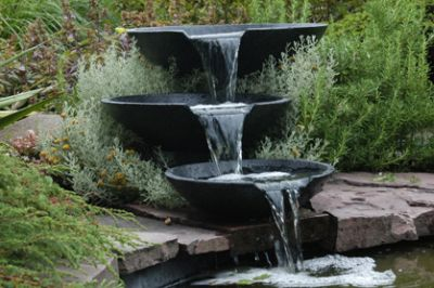 een waterval in de tuin tuin 2018. Black Bedroom Furniture Sets. Home Design Ideas