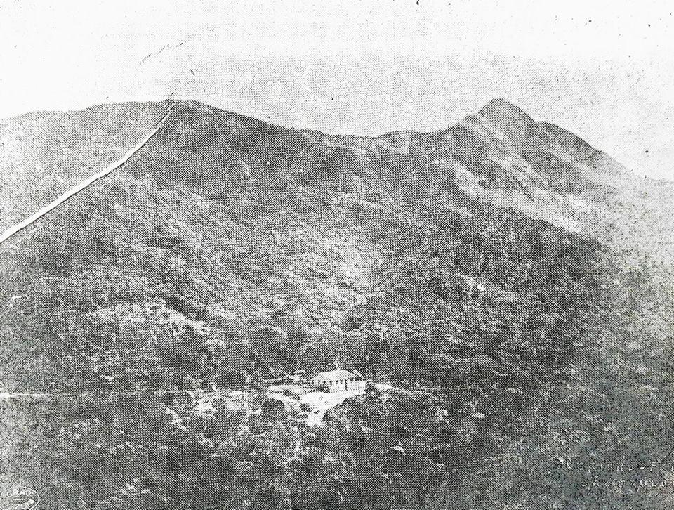 Picos do Jaraguá e do Papagaio ainda sem as antenas, em imagem de 1952.  Foto: acervo do jornal A Gazeta.