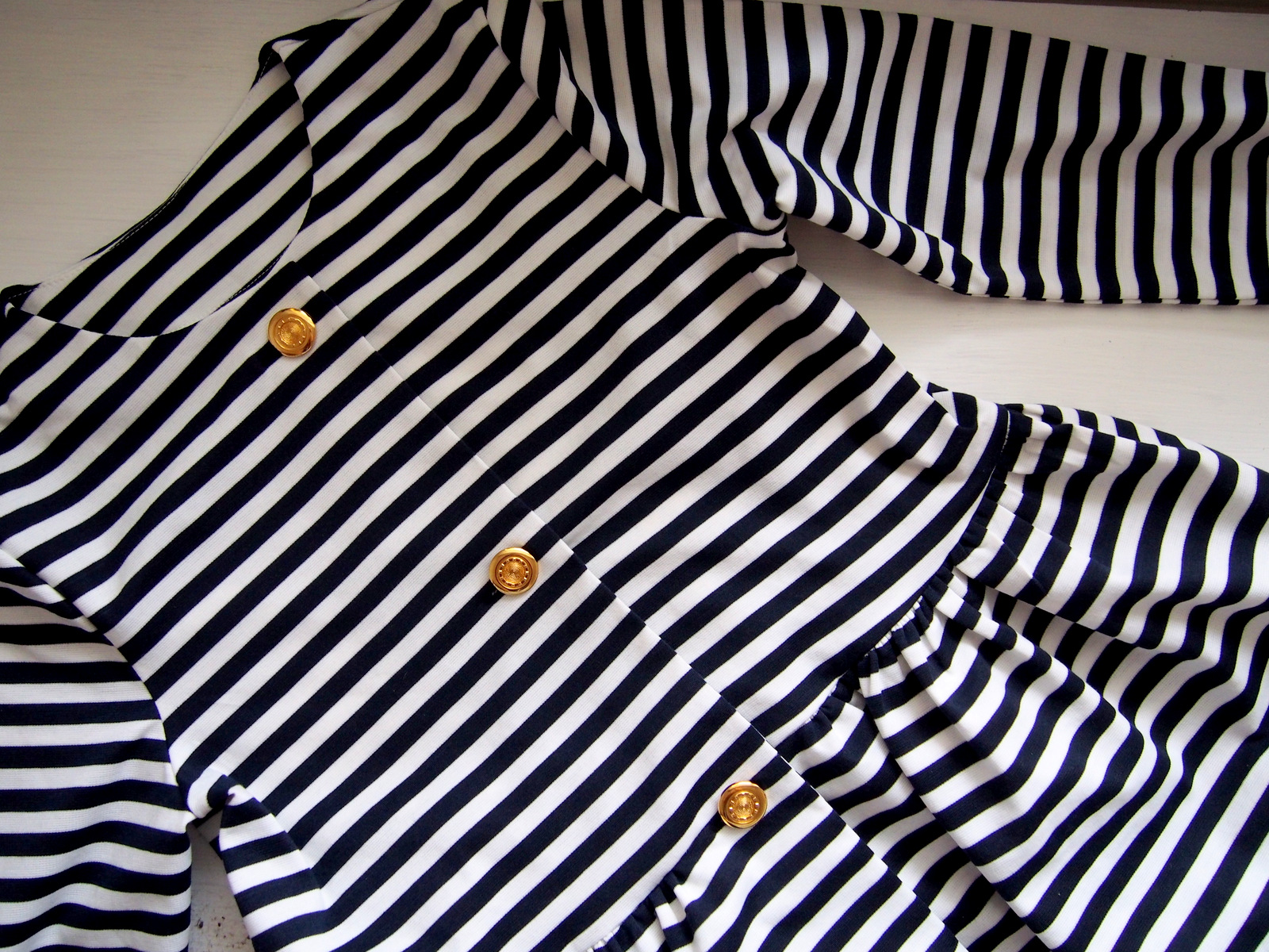 DIY: blazer with buttons & how to sew a buttons