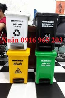 Thùng rác y tế có logo 20 lít màu đen-trắng-xanh-vàng
