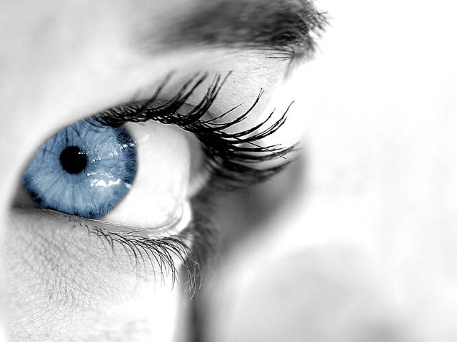 E quantas já lhe disseram que gostariam de ter olhos azuis  Pois se até  hoje, a única saída para elas era a utilização de lentes de contato ... a31896e8a9