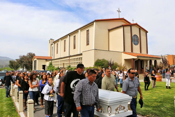Alex Darocy Photography: Family and Friends Bid Farewell to