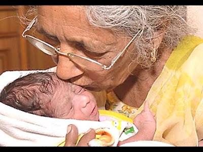 عجوز في السبعين من عمرها تلد مولودها الأول !