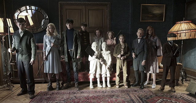 group photo Miss Peregrine's Home for Peculiar Children still