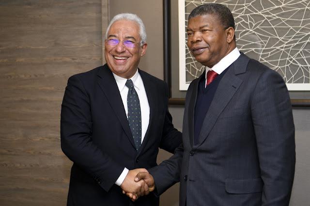 """António Costa em Angola fala """"economês"""", o resto que vá para… o museu"""