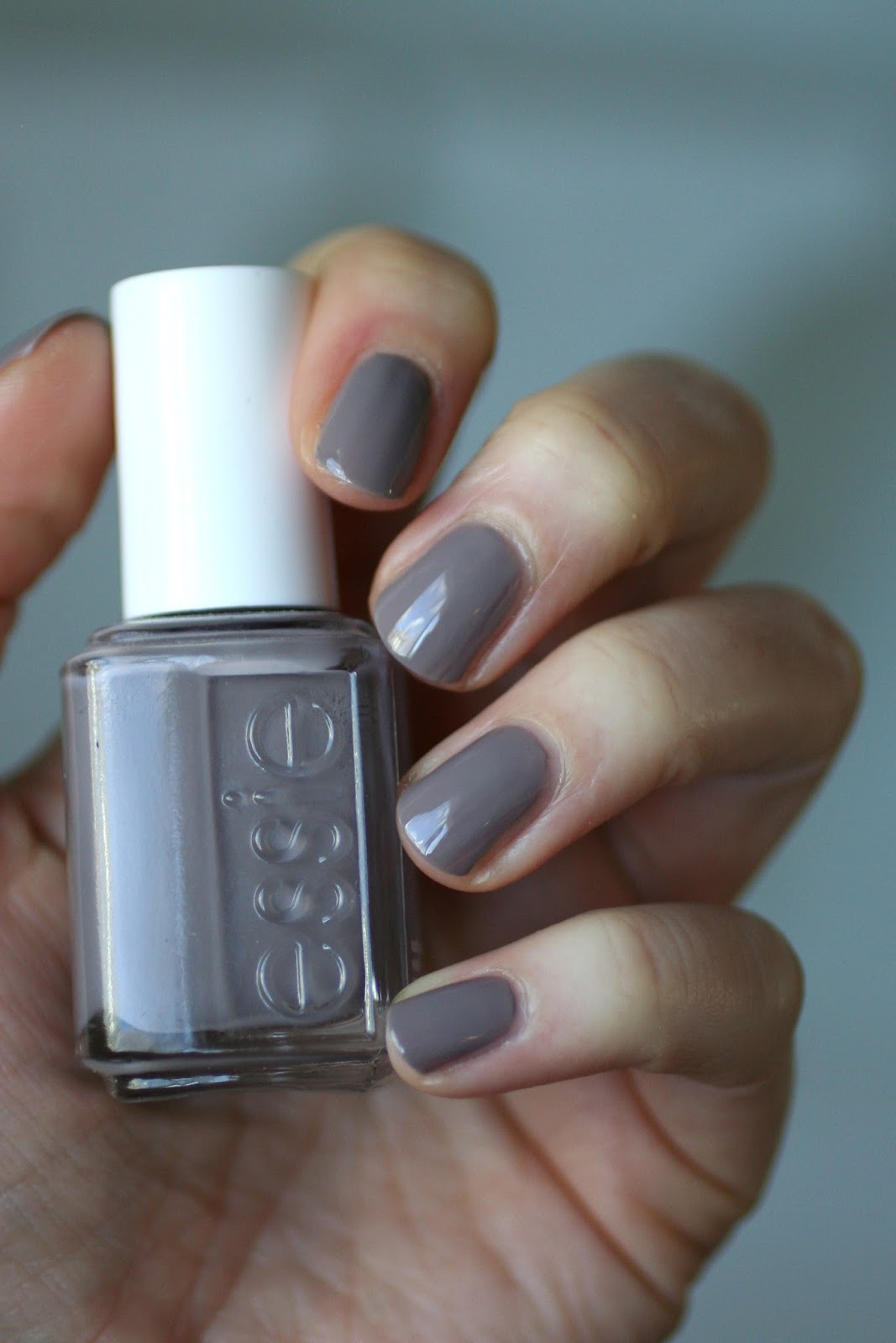 Essie Greys Comparison: Maximillian Strasse Her, Who Is The