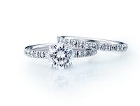 蘇ったエンゲージリングと重ね付けできるダイヤモンドリング。